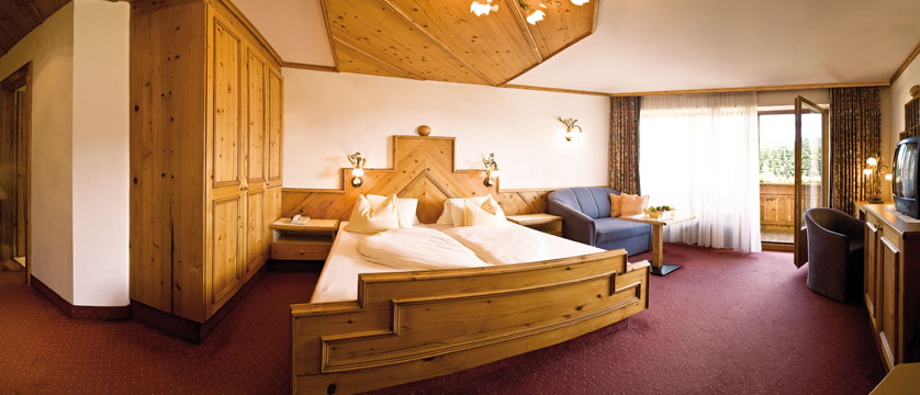 Family Resort Alpenpark, Seefeld, Austria - New wing bedroom.jpg